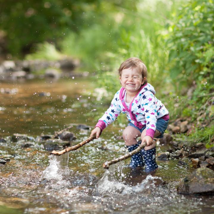 Ein herrlich nasses Kindershooting mit Ella!